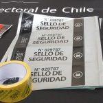Sellos especiales y sala de custodia: Servel explica las medidas de seguridad de las urnas en elecciones